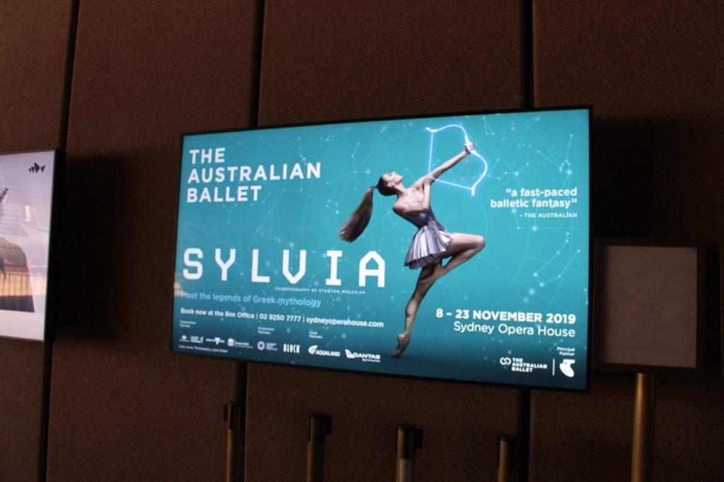 シドニー・オペラハウスで行われている公演のポスター