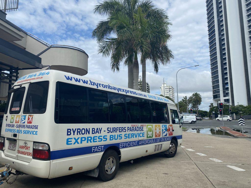 ゴールドコーストからバイロンベイ行きのバス